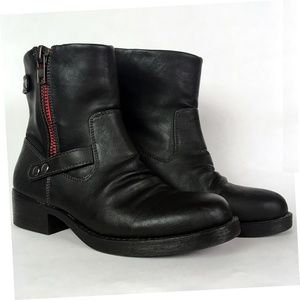 Report Trapper Black Ankle Boots Size 6